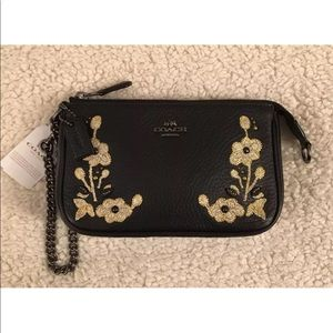 COACH BLACK FLORAL EMBROIDERED LARGE WRISTLET